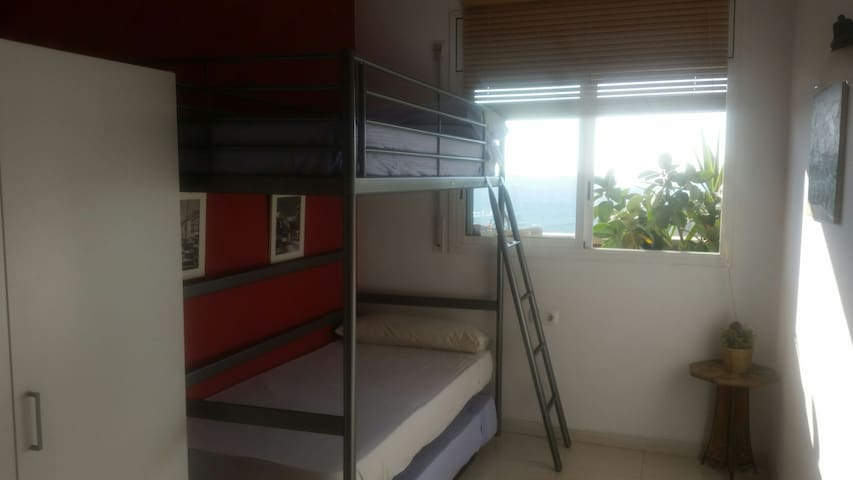 Room with 3 beds 3 people. - Barcelona - Apartamento