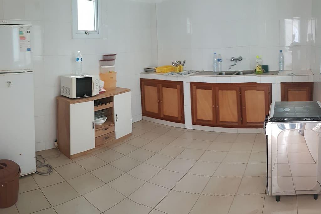Une cuisine spacieuse et bien équipée