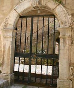 Ospitalità e convivialità in un palazzo storico - Sacco - อพาร์ทเมนท์