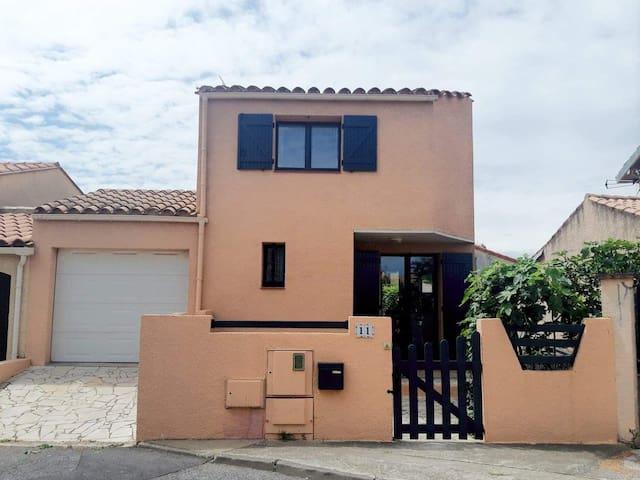Villa 3 faces à St Marie la Mer à 500m de la plage