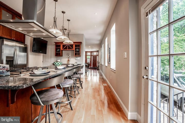 We have one of the largest floor plans in the city with 11 ft ceilings.