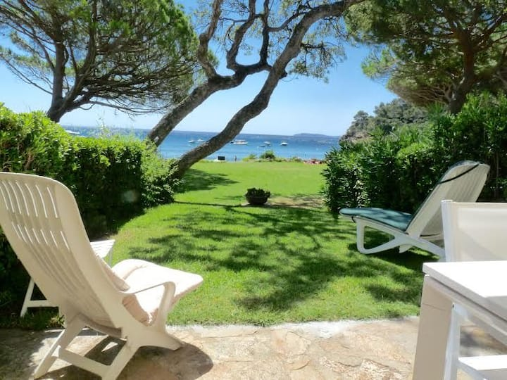 Appartement à 50m de la mer avec jardin