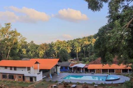 Mahagedara Grand Hotel Free Swimming Pool Facility