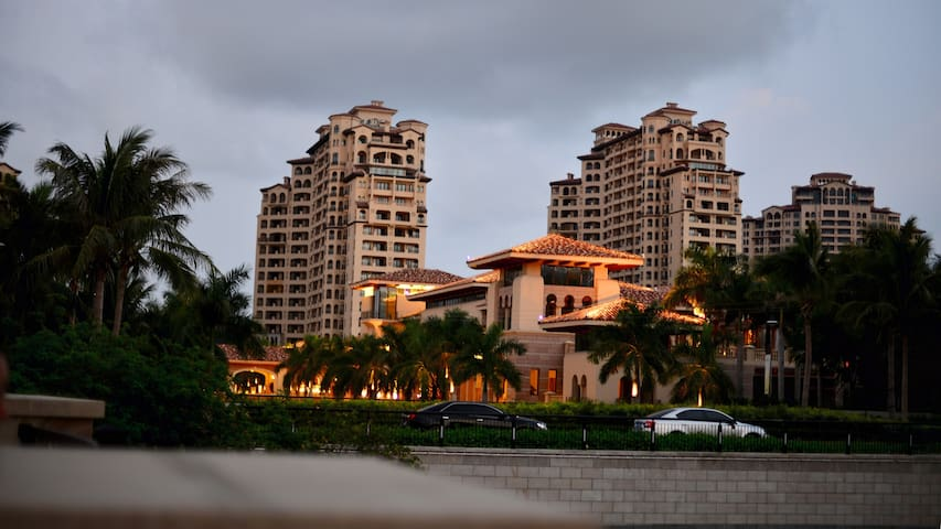 享受中国最美落日海滩的地中海式风格公寓