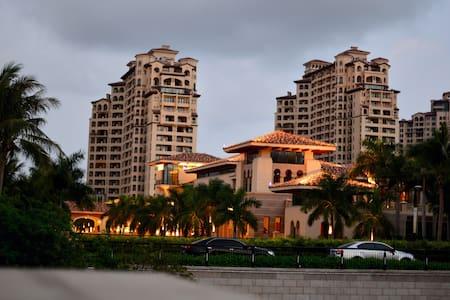 享受中国最美落日海滩的地中海式风格温泉公寓