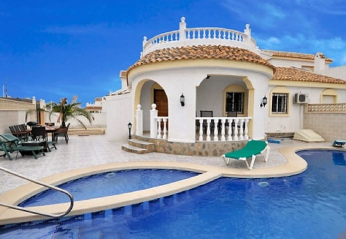 Large private Villa with Pool and Rooftop Terrace!