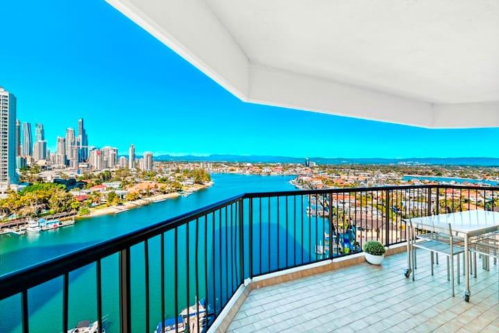 Wrap-around balcony with 180 degree views
