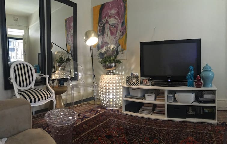 Private room in Potts Point house - Potts Point - Casa