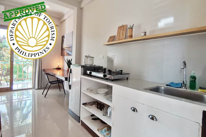 Modern Studio w/Kitchen, WiFi, AC, PCAO accredited