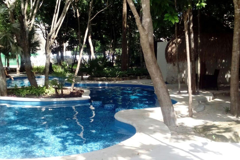 Neighbourhood´s exclusive pool area Alberca reservada al residencial