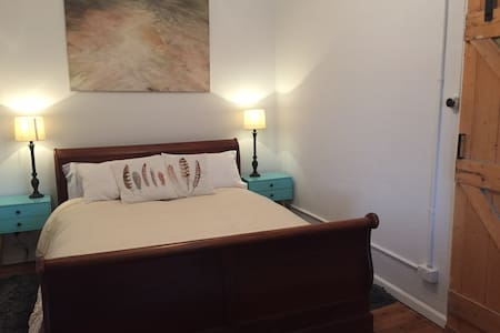 Olive Tree Cottage. South Albury - South Albury - Bed & Breakfast