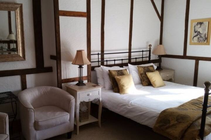 Farmhouse B&B - Superior King/Ensuite Bathroom - Milton Keynes - Bed & Breakfast