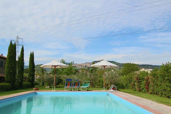 Cosy Holiday Home in Cortona with Swimming Pool