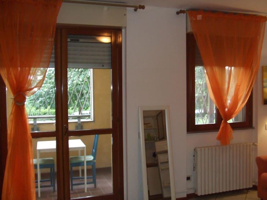 La porta-finestra da cui si accede al balcone