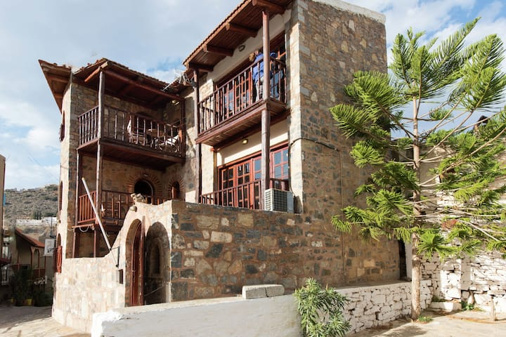 Traditional Apartment in Elounda with Swimming Pool near Sea