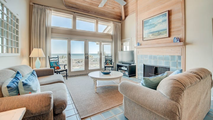 Relax and unwind in this terrific oceanfront villa with spectacular views
