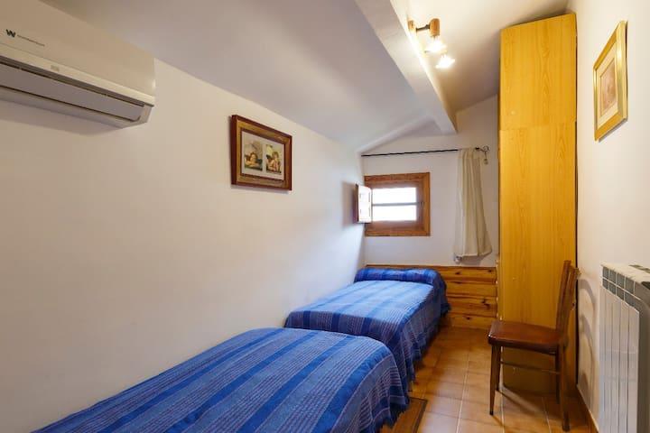 """Unidad A Casa """"El Molino"""" 2ª Planta Dormitorio Parra"""