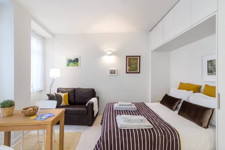 Cozy studio close to shopping and restaurants