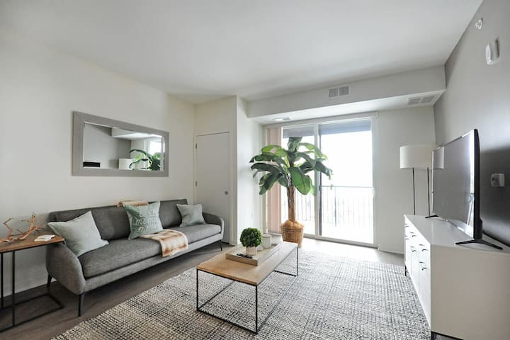 Modern Lux Apartment in Heart of Linden Hills