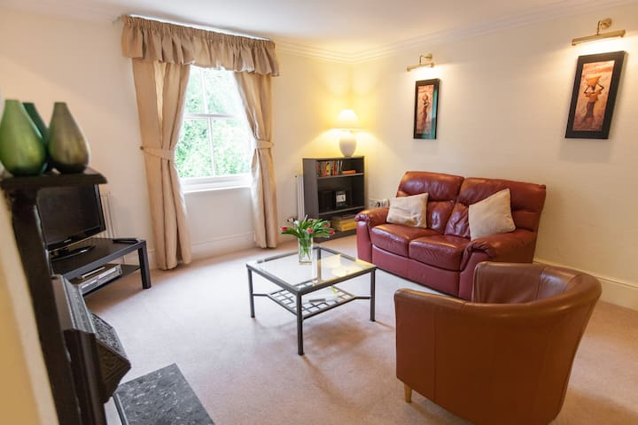 Capesthorne Apartment - Peaceful but convenient