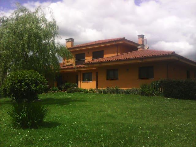 HABITACIONES CÓMODAS Y MARAVILLOSAS VISTAS - San Claudio - House