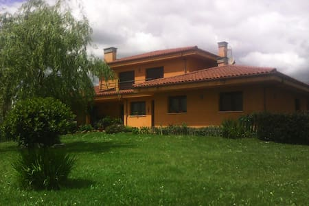 HABITACIONES CÓMODAS Y MARAVILLOSAS VISTAS - San Claudio - Huis