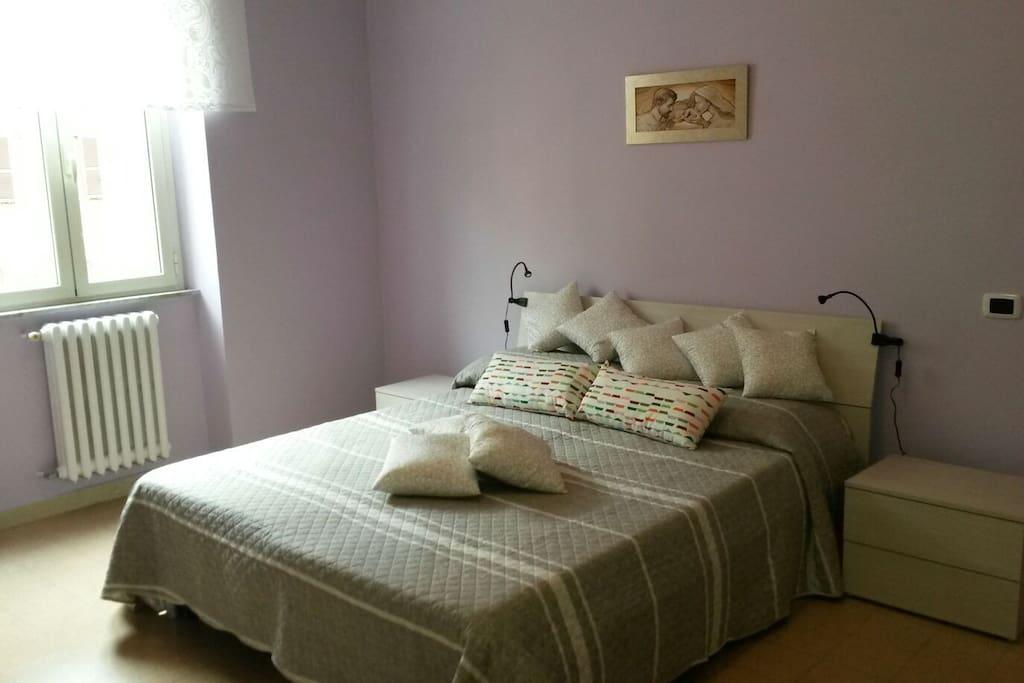 Camera matrimoniale con poltrona letto per un terzo ospite