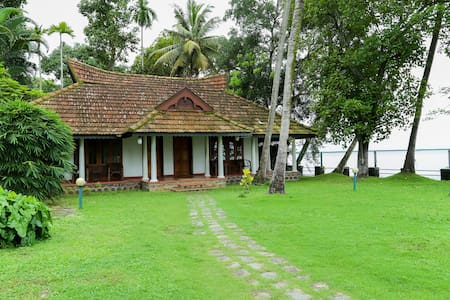 "Kovilakam Lakeside Villa Room 4 ""The Myna Room"""