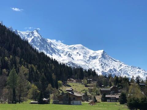 Un typique hameau montagnard avec vue Mont-Blanc