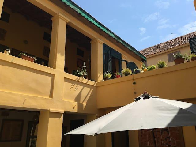 CHEZ ERIC belle chambre climatisée à Gorée
