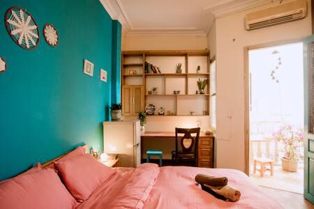 Quiet/balcony/ streetfood POPPY ROOM