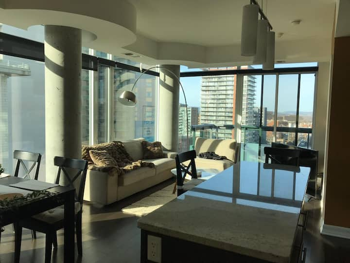 Luxury 2bed 2bath in the heart of Downtown Byward