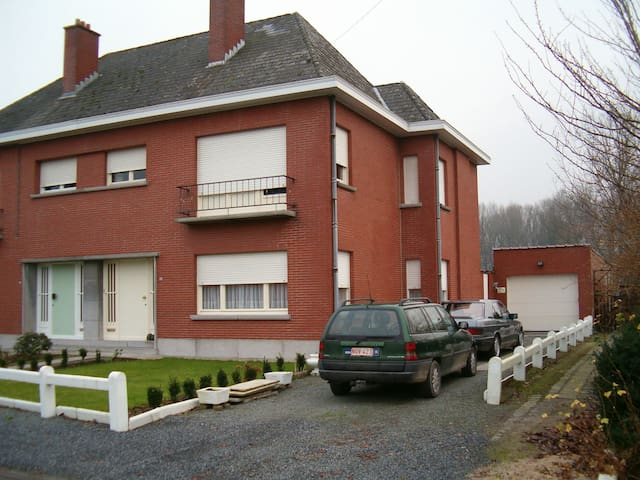 House with parking 10 minutes of Aalst