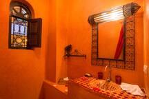 salle de bain et toilette privée