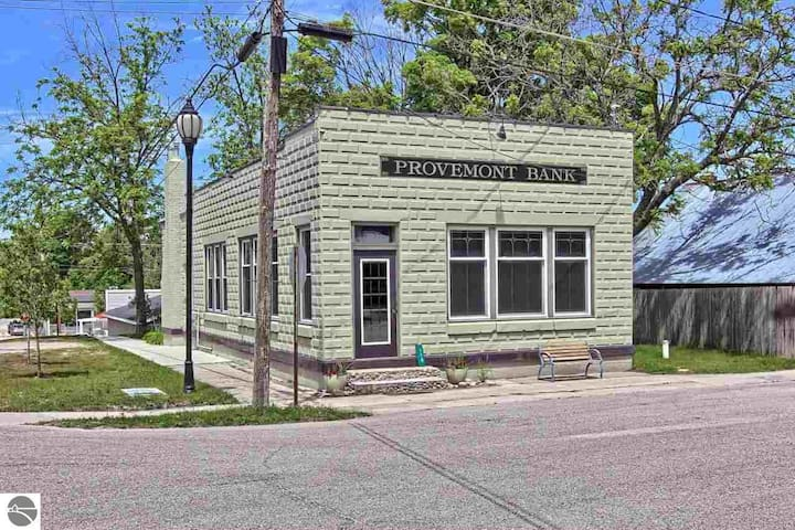 Provemont Bank Building