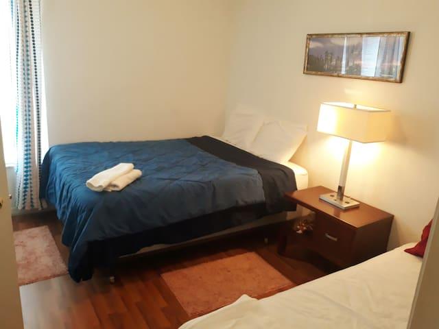 1°. BEDROOM, close Universal Park, shared bathroom