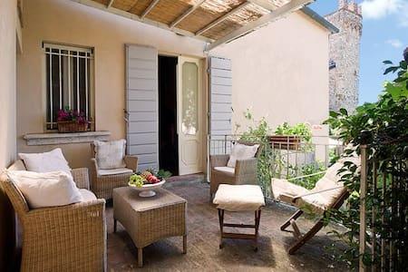 Casa Galante - in Village w/ garden - Montefollonico - Ev