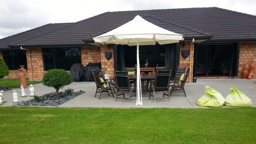 Waiuku, Auckland  Lge Family Home in Rural Setting - Waiuku