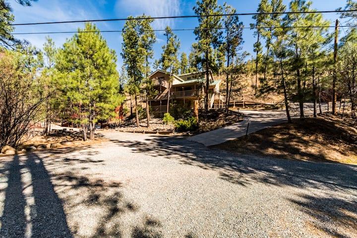 Cedar Creek Lodge: 2 Bedrooms, 2 Bathrooms, With a VIEW!
