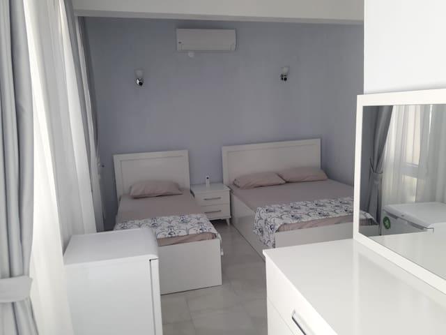 Ayvalık-Cunda nın merkezinde konforlu odalar 2