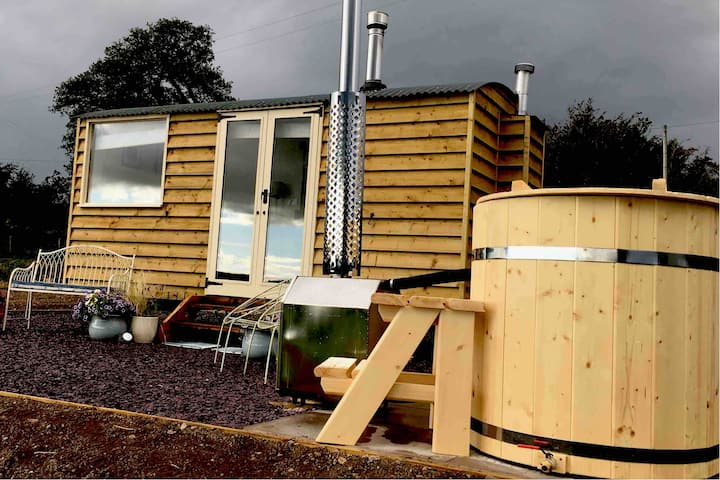 Shepherds Hut in Mid Wales with Hot Tub SY21 8SH