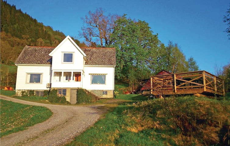 Former farm house with 3 bedrooms on 126 m²