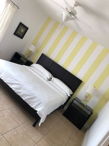 Spacious 2/2 in resorts world bimini