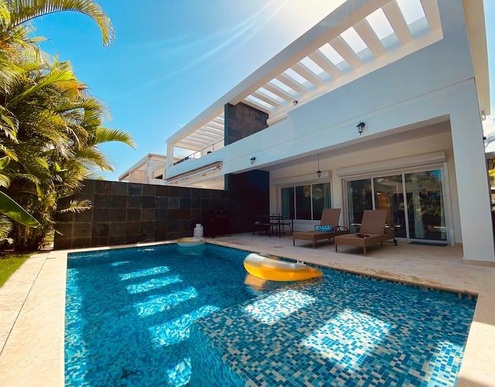Luxe Private Beach Golf Villa, Playa Nueva Romana