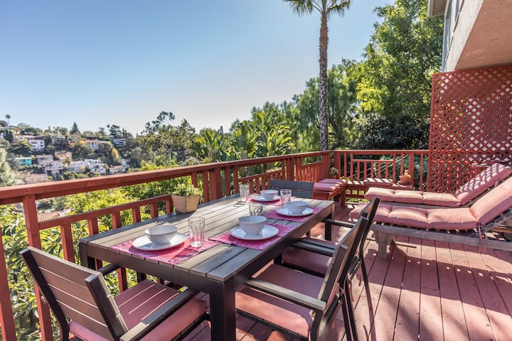 SILVERLAKE HILLS RETREAT WITH VIEW!