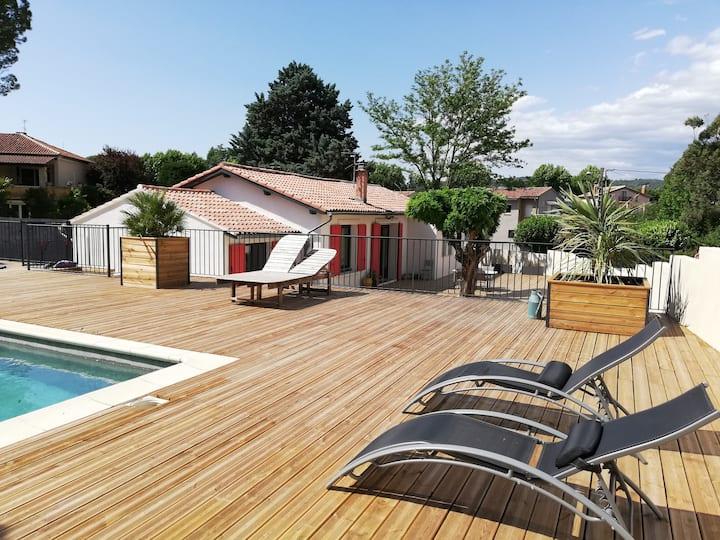 Maison avec piscine proche du centre ville(9 pers)