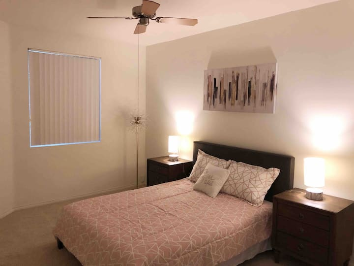 Brand new,central Irvine community, great location
