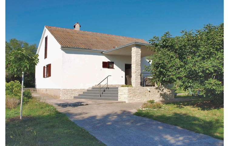 Holiday cottage with 2 bedrooms on 45 m² in Betina