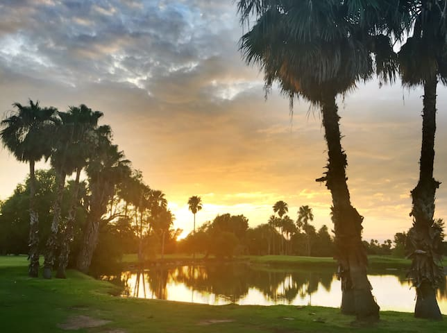 Beautiful villa on golf course, - Brownsville