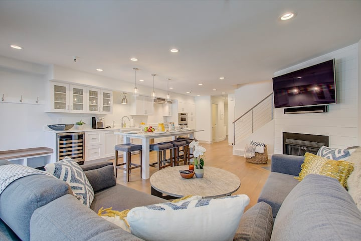 Completely Renovated! Beautiful Old Town condo by Park City Library - Sleeps 8